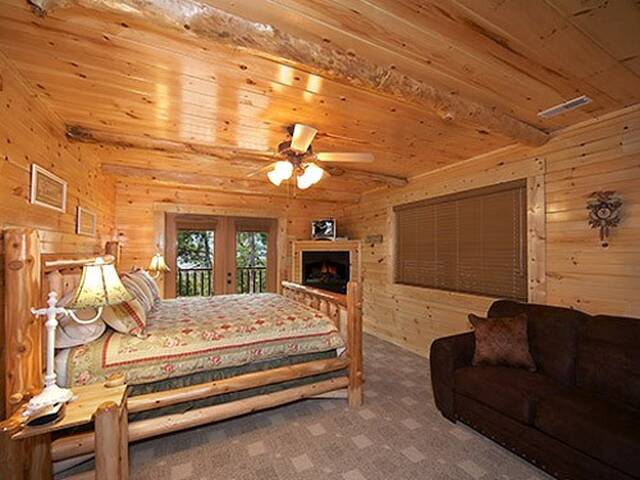 Hemlock inn 8 bedroom gatlinburg cabin for 8 bedroom cabins in gatlinburg