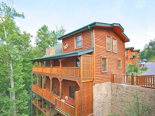 Four Seasons Getaway 3 Bedroom Gatlinburg Cabin